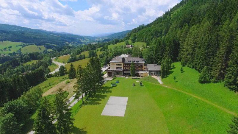 letecký záber na hotel