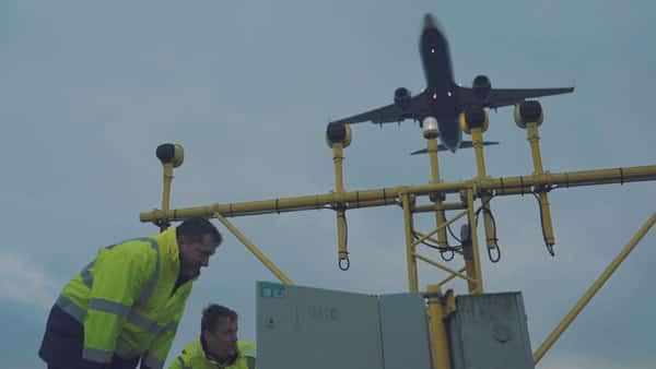 pristavanie lietadla na drahul etiska